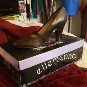 Brown low heel shoes